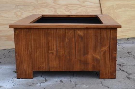 Planter box Shenaz series 980 3 quarter flat Teak varnish and waterproofed