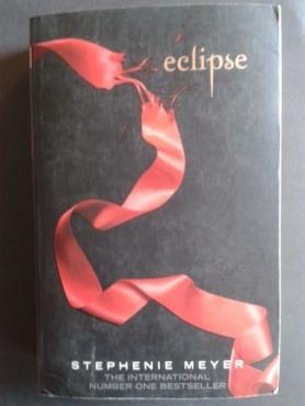 Eclipse - Stephenie Meyer - Third Novel In The Twilight Saga.