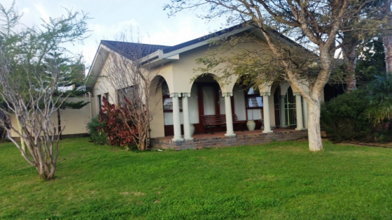 STRAND – ENCHANTING FAMILY HOME WITH OPPORTUNITIES GALORE AND PERFECT FOR ENTERTAINING... SITUATED I