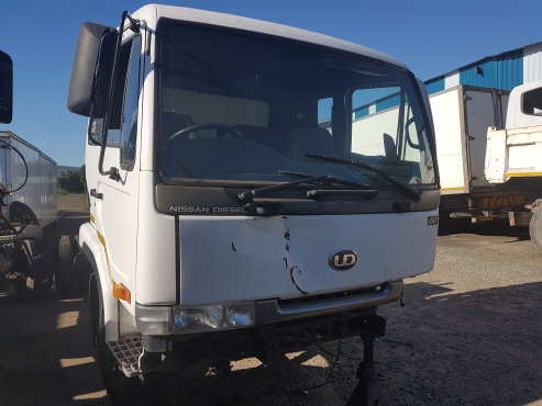Nissan UD 60 truck s