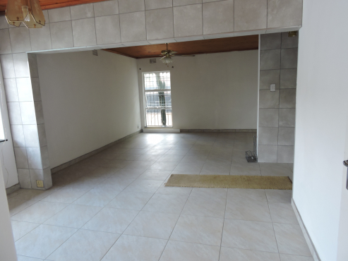 Private Sale, R850 000.00 Price reduced from R1200 000.00 - Neatly renovated 3x Bedroom House Dinwiddie