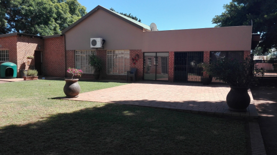 Running Business with 3 houses for sale, on 3 plots in Naboomspruit