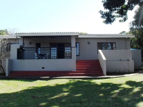 3 Bedroom House with 1 Bedroom Flat for sale in Port Edward