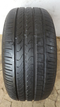 One genuine 90% tread 235/40/18 Pirelli Centurato P7 tyre