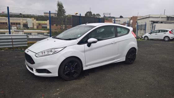 Ford Fiesta 3-door st,   32000km,  Cloth Upholstery,   6-Speeds, Hatch Back, Cruise Control,   Multi