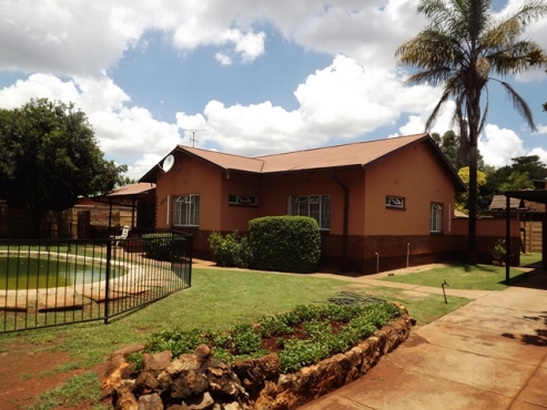 3 Bedroom House with Pool For Sale in Lyttelton Manor Pretoria