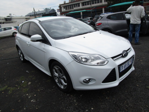 A Ford Focus Hatch 16 Ambiente 2013 Model 71000km White In Color
