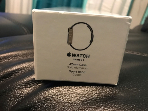 Apple Watch Series 2 42mm Gold Aluminum Case Cocoa Sport Band