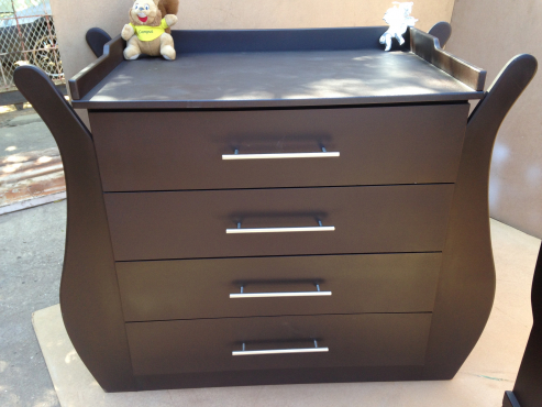 Baby Cot and Compactum-R3999,00