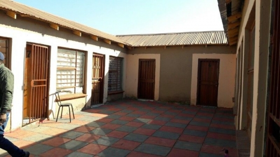 Stand with 10 Rooms for sale at lawley2