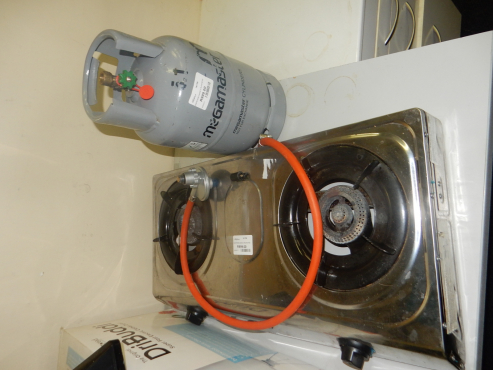 Cadac Two Plate Gas Stove with Gas Bottle