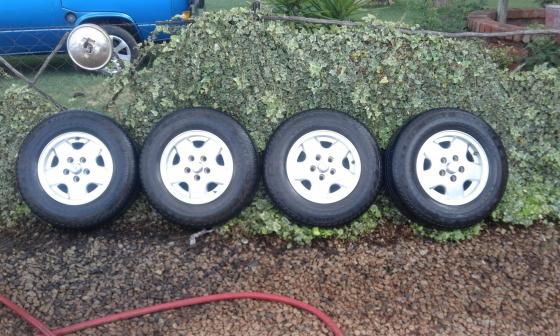 VW Kombi rims with tyres