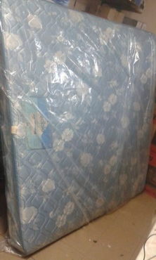 Edblo king size mattress.