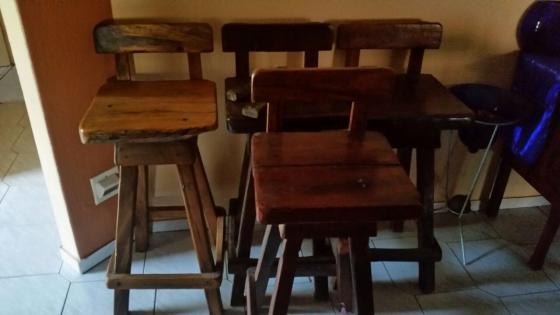 SOLID SLEEPERWOOD BAR AND 4 SOLID SLEEPERWOOD BAR STOOLS