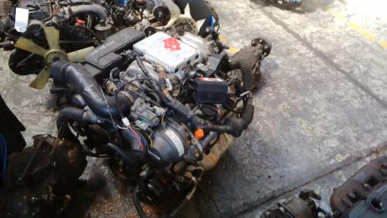 LEXUS V8 3UZ COMPLETE ENGINE AND GEARBOX | Junk Mail