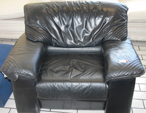 Leather couch S02449