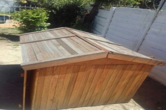 Dog kennel available for sale