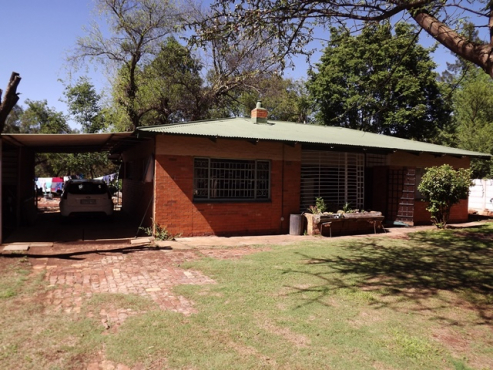 Smallholding with 3 Houses For Sale, Onderstepoort