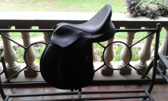 Wintec jump 500 16.5 saddle