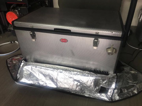 Snow master 220/12V camping fridge including cover and 3 baskets