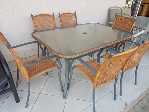 Beautiful 6 seater patio set