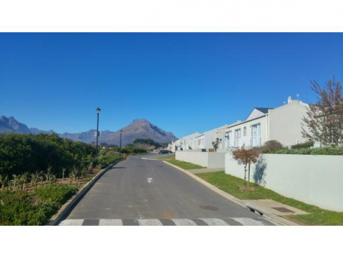4 BEDROOM HOUSE FOR SALE IN MT SIMON ESTATE, STELLENBOSCH