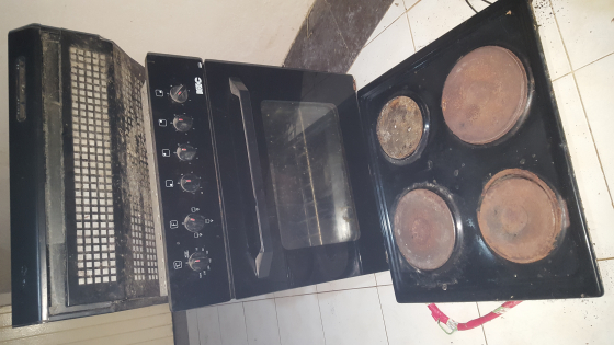 K.I.C stove complete with hob and extractor