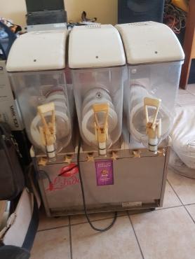 3 Barrel Slushy Machine---R4000--Needs to be repaired