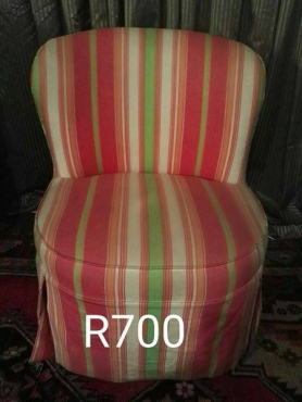 VINTAGE COLORED SITTING CHAIR