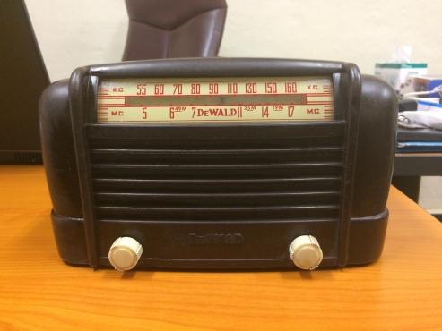DeWald antique radio - Manufactured in the USA 1946