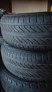 2 x 185/60/15 Dunlop tyres