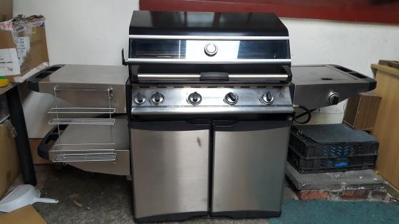 Cordon Bleu gas grill in excellent condition