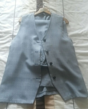 Two piece sleeveless suit for R150