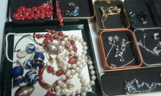 Honey jewellery more than 40 sets