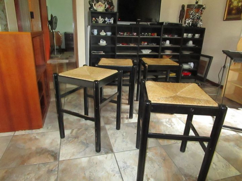 4 x Counter stools / chairs,