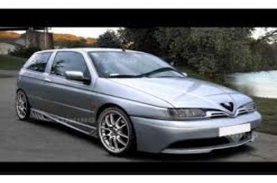 Alfa romeo 145 front windscreen   for sale  Contact 076 427 8509   Whatsapp 0764278509   Tel: 012 75