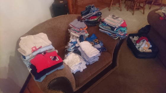 I pay cash for secondhand clothes for man woman kiddies and bedding.