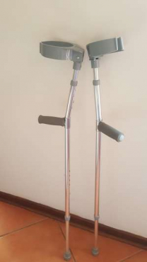 Moonboot & crutches