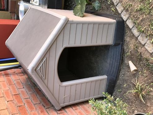Keter dog kennel
