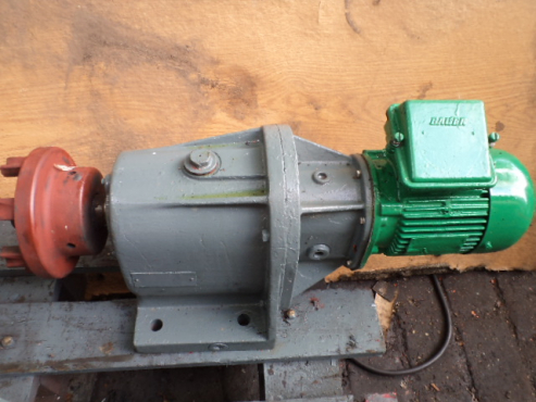 0.40 kw electric motor with gearbox.