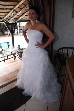 Beautiful wedding dress in excellent condition for sale