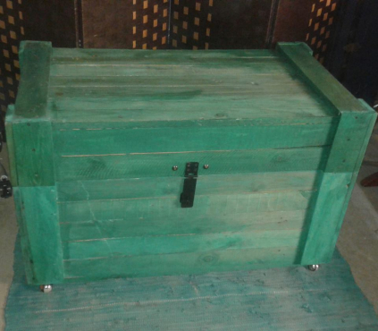 Rustic Green storage kist