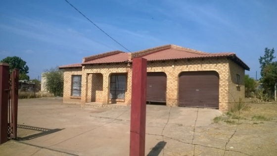 2BEDROOM HOUSE FOR SALE IN KANANA CLOSE TO JUBILEE MALL