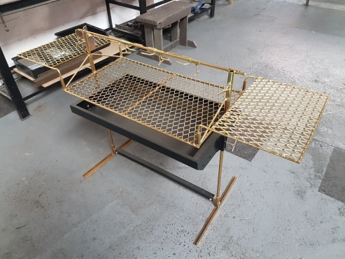 All in one outdoor portable spit braai.