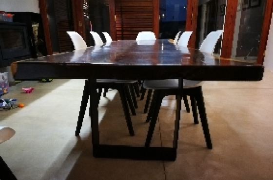 Beautiful Hardehout Dining Table For Sale