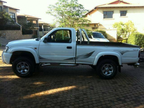 2005 Toyota Hilux 3.0 KZTE Single Cab 4x2 buy used (second hand), prices, classifieds in South