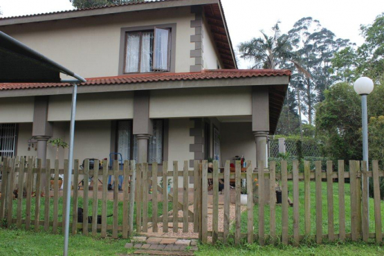 Spacious Upmarket 2 Bedroom Unit Gillitts R8500