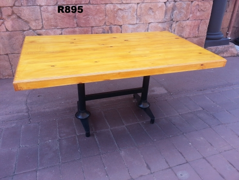 6 Seater Pine Table (1495x900x760)
