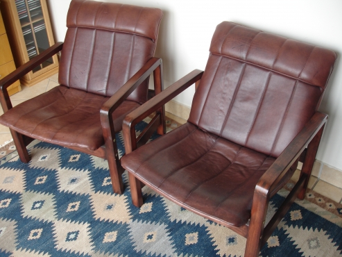 2 Arm chairs in buffalo leather