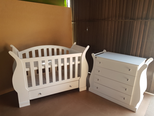Gorgeous baby cot and crib set